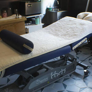 Signature Spa Series Hands Free Table - Worker B Wellness